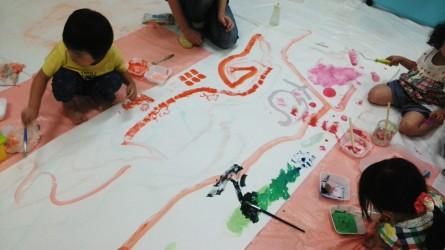 Kidsアートセラピー教室  「色の世界で遊ぼう!」